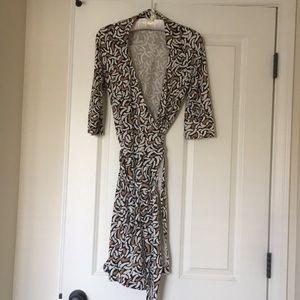 RARE! DVF iconic wrap dress with OBI belt. Size4